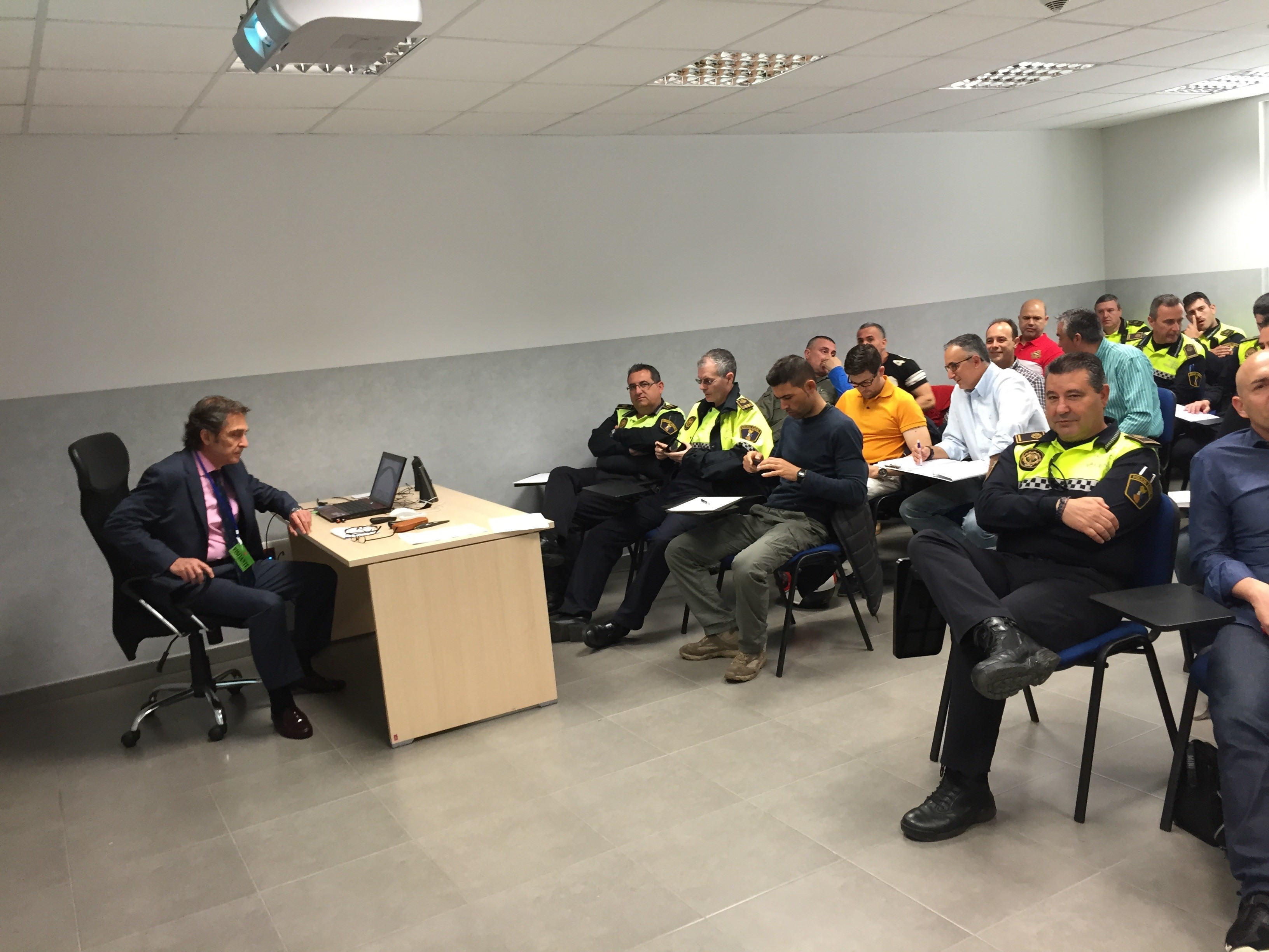 OFESAUTO ATTENDS AS SPEAKER A COURSE ABOUT COMPULSORY INSURANCE AND INTERNATIONAL TRAFFIC OF MOTOR VEHICLES IN THE VALENCIA´S LOCAL POLICE ACADEMY.