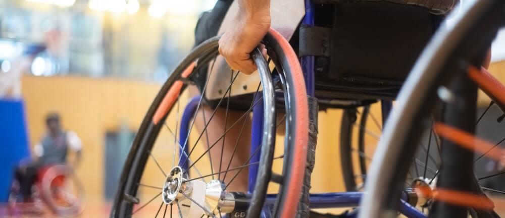 Concienciación discapacidad física - jugando al baloncesto